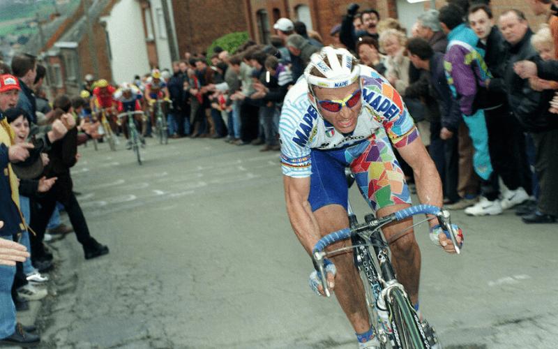 Johan Museeuw on his way to winning his third Ronde van Vlaanderen in 1998.